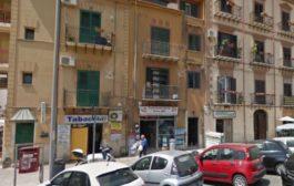 Palermo, aggredita da un vicino di casa lo accoltella e lo ferisce: lite condominiale finisce nel sangue