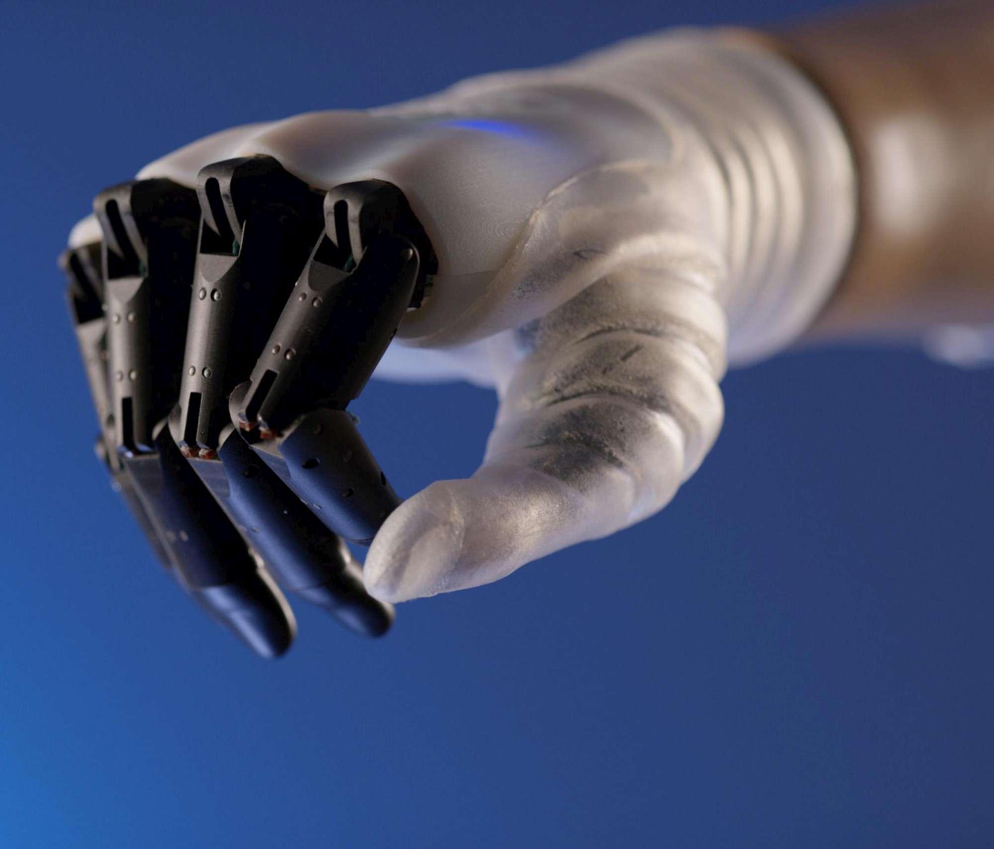 Nasce in Italia la mano robotica che muove le dita come quella naturale