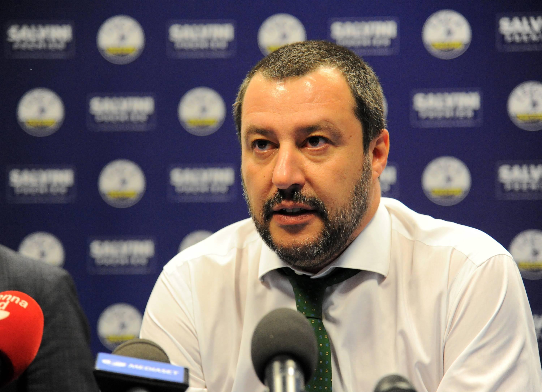 Salvini boccia il premier tecnico e rilancia: 'Governo con M5S fino a dicembre'