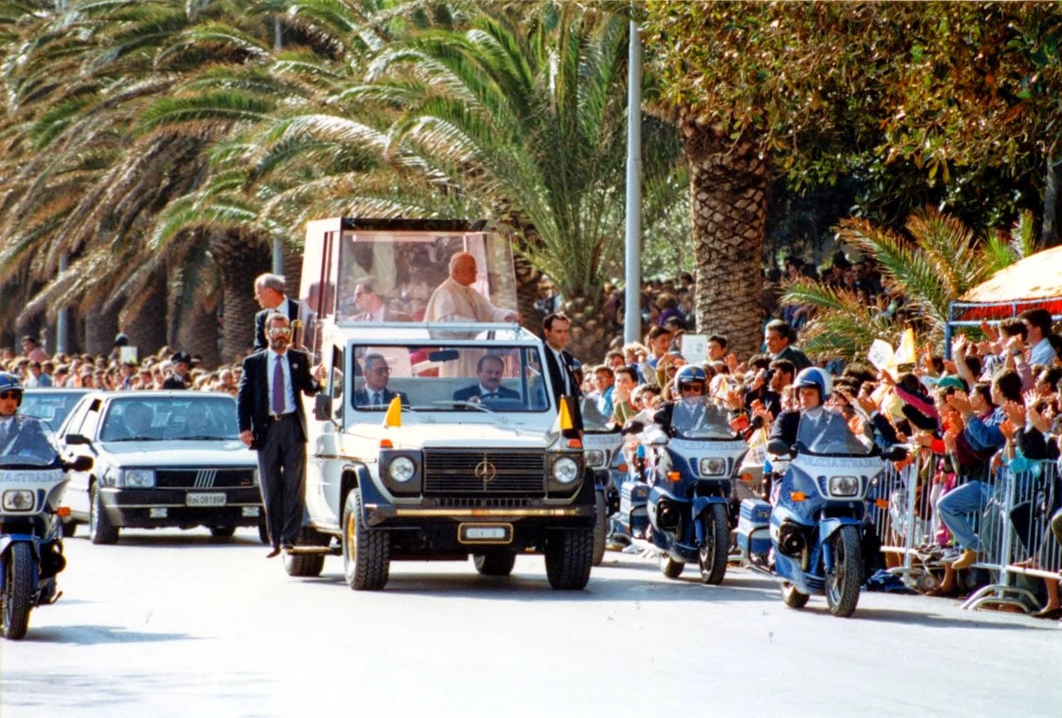 """""""La vostra è una Chiesa di frontiera"""" Giovanni Paolo II a Mazara l'8 Maggio 1993"""