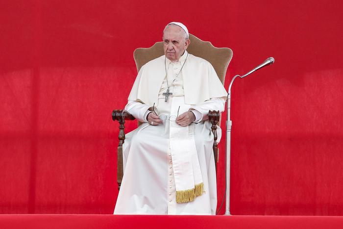 Papa: 'Chiesa libera solo se svincolata da potere e denaro'