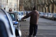 Marsala, turisti non pagano il parcheggiatore abusivo: lui gli squarcia la ruota dell'auto