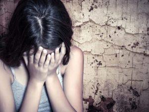 15enne viene lasciata dal fidanzato e si impicca a un albero