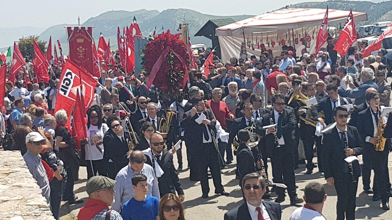 Il corteo del Primo maggio a Portella della Ginestra