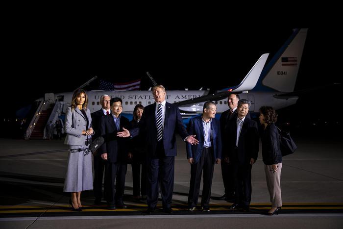 Trump accoglie americani, 'grazie Kim'