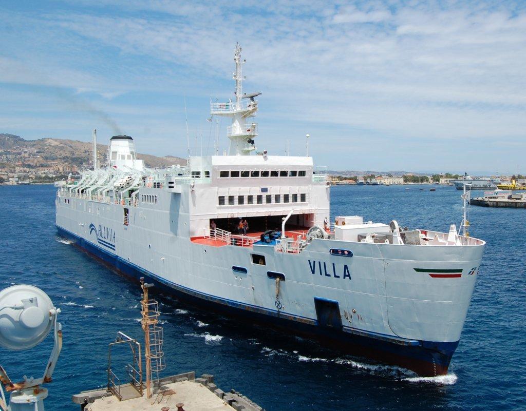 Cade dal traghetto per Messina, salvato studente in gita scolastica
