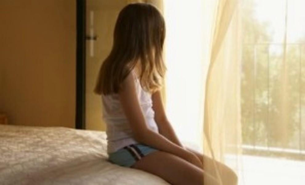 Papà stuprava figlia 12enne: