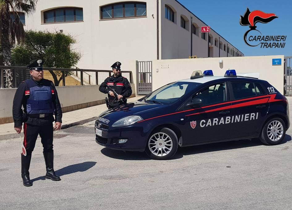 Trapani. Coltiva marijuana ai domiciliari, arrestato dai carabinieri