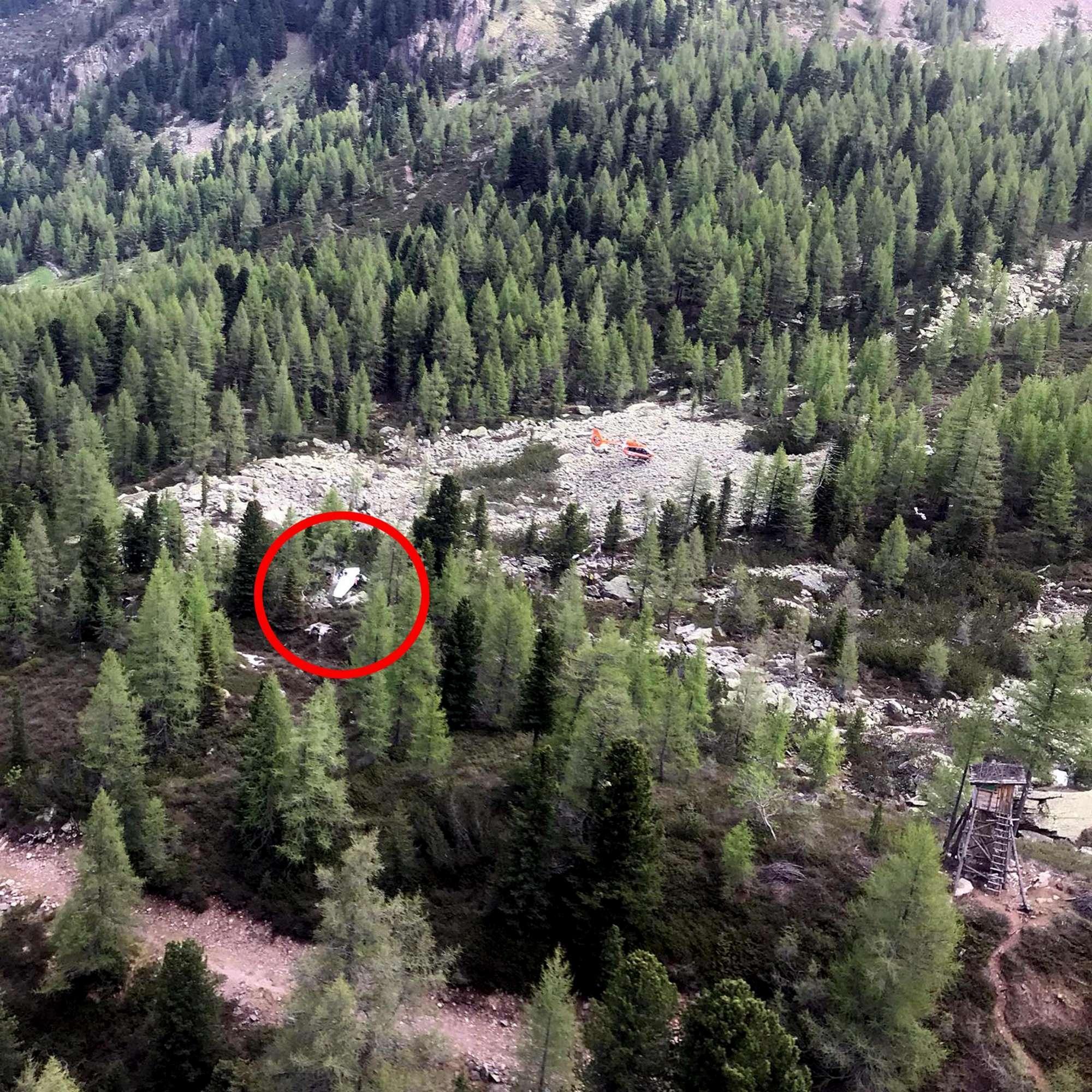 Cade aereo da turismo in Trentino: muore pilota, ferita gravemente allieva