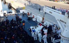 Nave Aquarius entra nel porto di Valencia