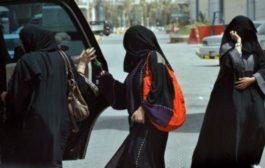 Arabia Saudita, è ufficiale: cade il divieto di guida per le donne