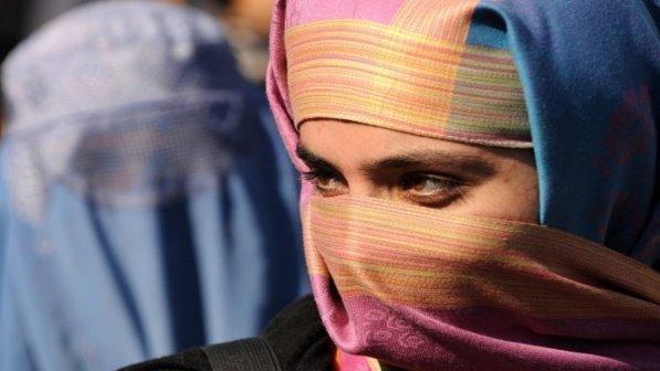 Islam, burqa vietato nei luoghi pubblici anche in Olanda: ok velo sui capelli