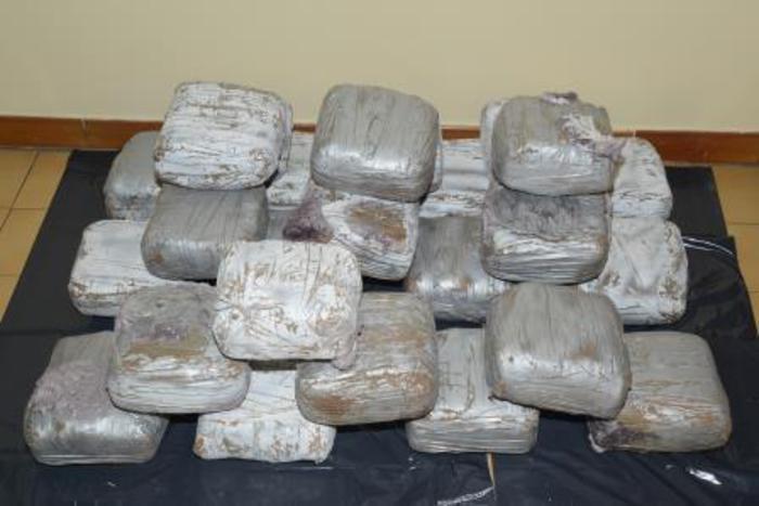 Finto prete arrestato a Fiumicino, nascondeva 3 kg di eroina