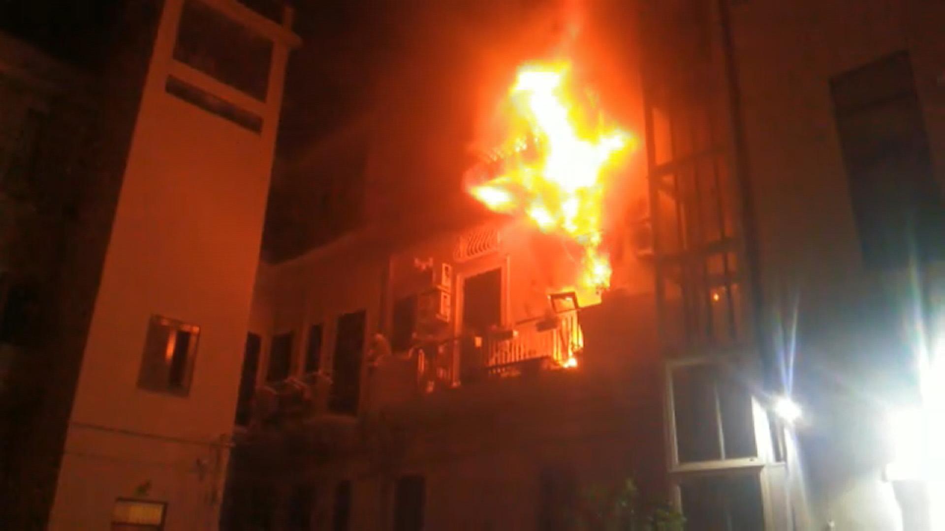 Incendio in casa, tragedia a Messina: morti due bimbi di 10 e 13 anni, salvati i genitori e altri due fratelli