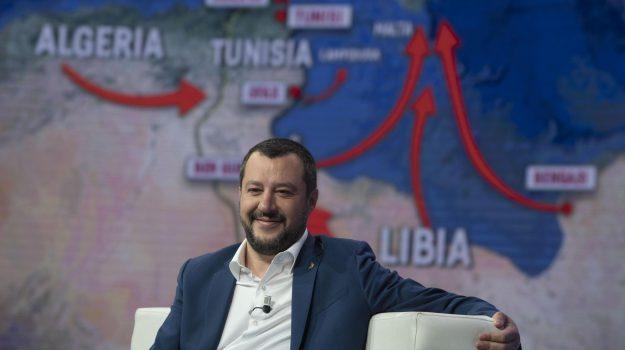 Nave Ong salva 400 migranti al largo della Libia, Salvini: