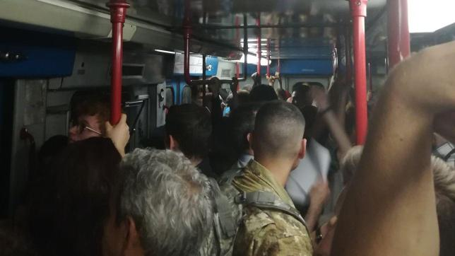Falso SOS esplosioni in metro Roma, panico tra i passeggeri