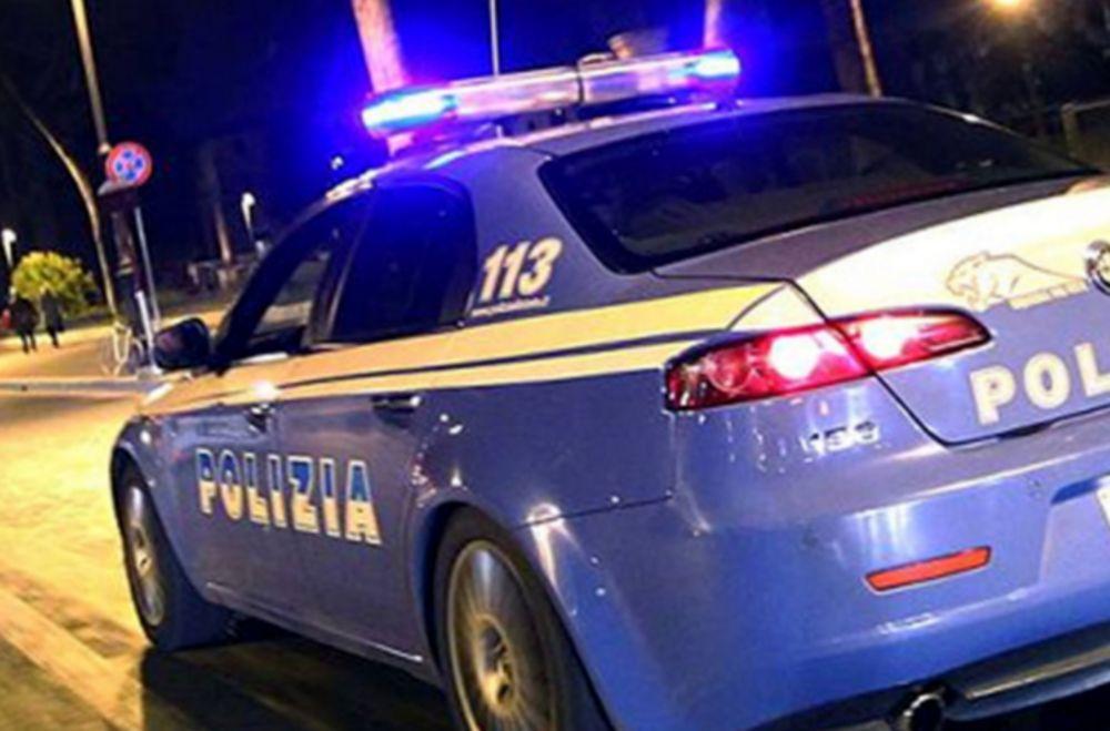 Uomo ubriaco picchia il figlio minorenne e aggredisce i poliziotti, arrestato