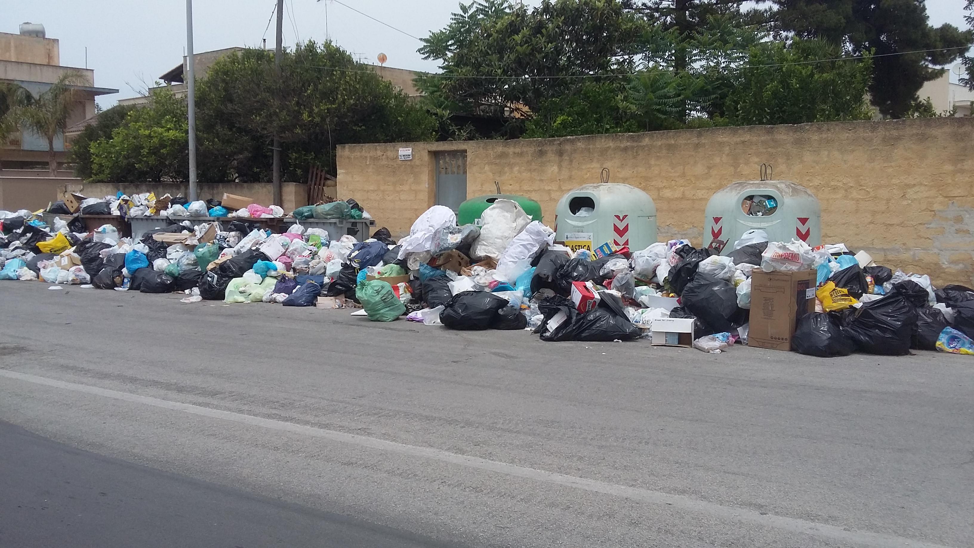 La Sicilia nell'inferno rifiuti: la discarica di Siculiana non è a norma. Perché ancora non si è preso alcun provvedimento?