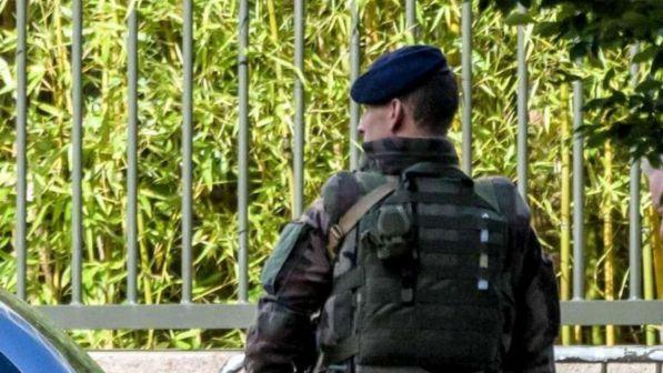 Francia, detenuto evade in elicottero: con lui complici armati