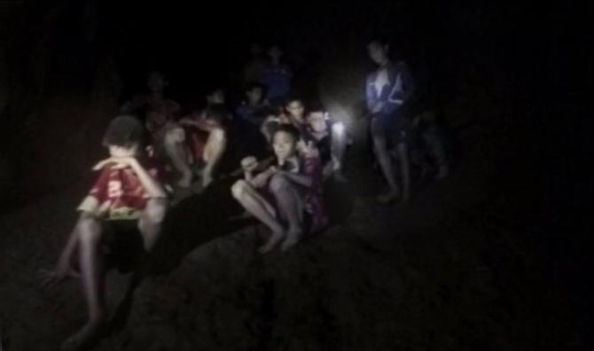 Bimbi bloccati in grotta in Thailandia, muore uno dei soccorritori |