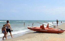 Napoli, tragedia in mare: 70enne cerca di salvare la nipotina e muore