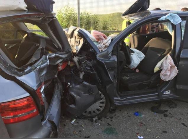 Grave incidente sull'autostrada Palermo - Mazara, tre auto coinvolte sei feriti incastrati nelle auto