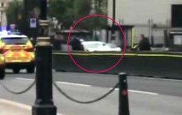 Auto contro la sede del parlamento a Londra, pedoni feriti