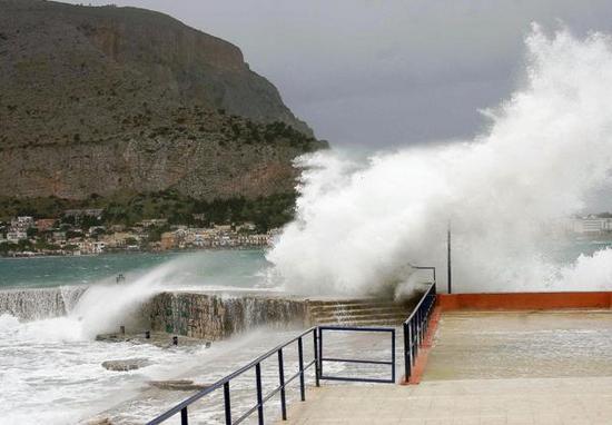 Dopo il grande caldo, arriva il maltempo: anche in Sicilia rischio di nubifragi, vento e grandine