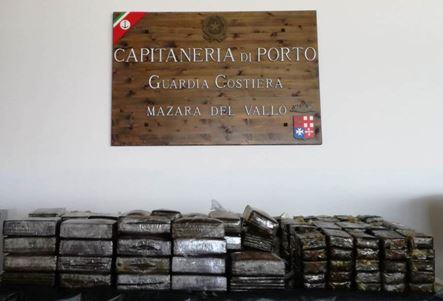Mazara. Sequestrati oltre 80 Kg di hashish dalla Guardia Costiera. 250 panetti che avrebbero fruttato oltre un milione di euro