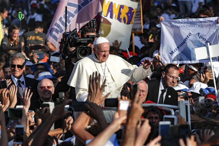 Papa incontra giovani italiani: no a pastiglie che vi fanno sognare