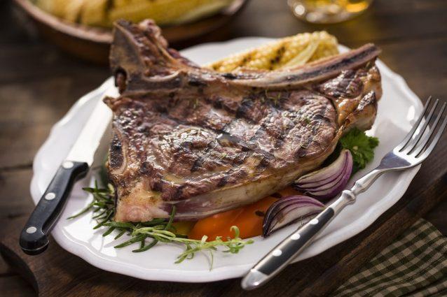 Bistecca alla fiorentina: la ricetta e le tecniche per cucinarla alla perfezione