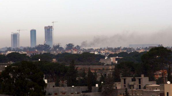 Caos in Libia, razzi sull'aeroporto Mitiga di Tripoli