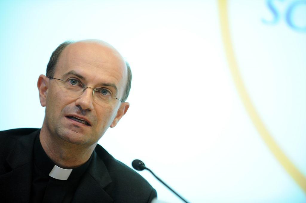 Il Papa nomina mons. Russo nuovo segretario generale della Cei