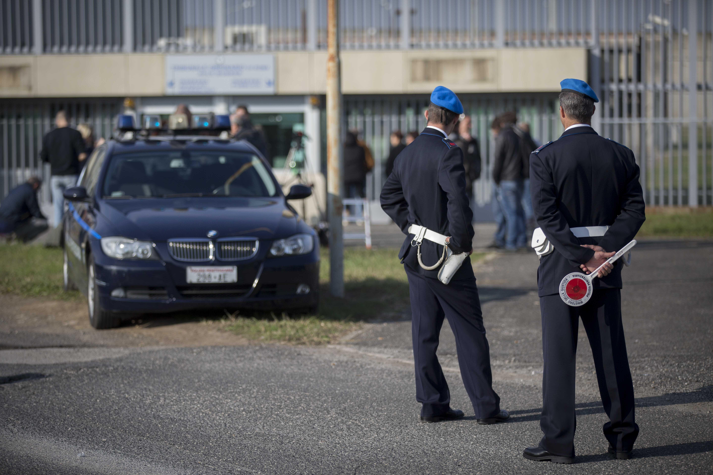 Roma, detenuta di Rebibbia tenta di uccidere i due figli: uno è morto