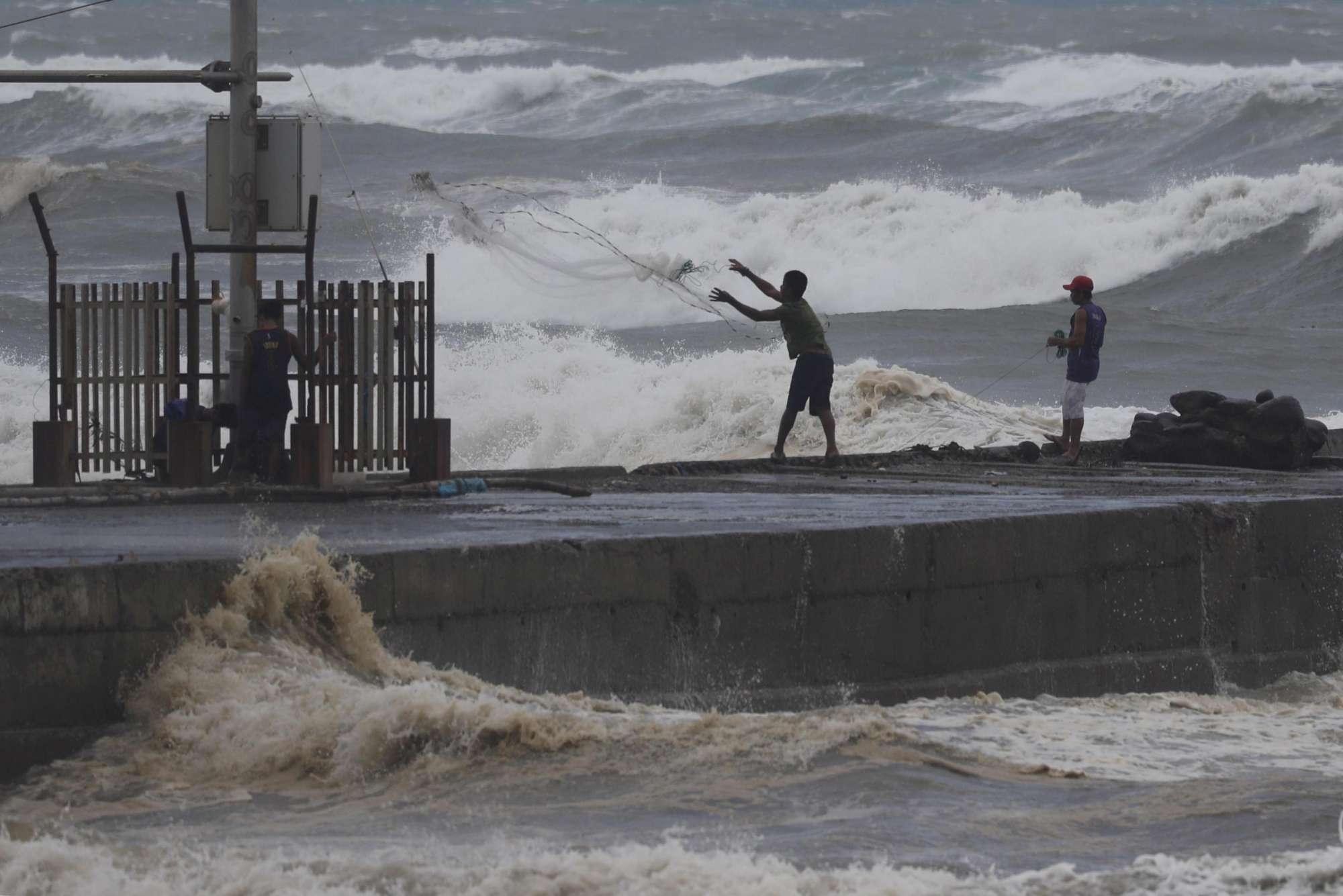 Filippine, migliaia di persone in fuga per l'arrivo del super tifone Mangkhut