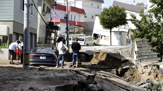 Giappone, terremoto di magnitudo 6.8. Almeno otto vittime e 40 dispersi