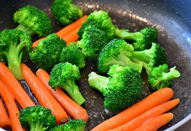 Dimagrire senza fare la dieta/ Mangiare e perdere peso: il trucco sono le tisane e gli infusi