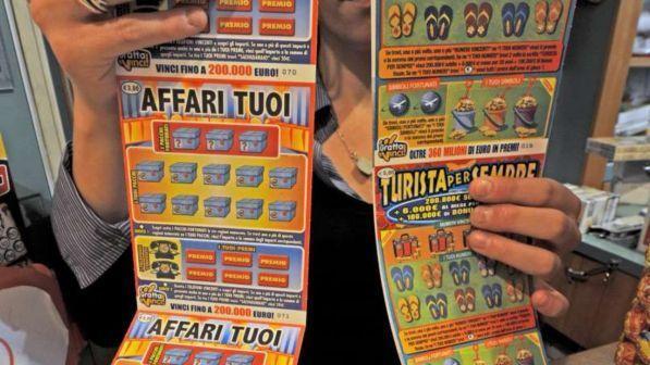 Grosseto, con un gratta e vinci da 20 euro ne ottiene 5 milioni: sviene in tabaccheria