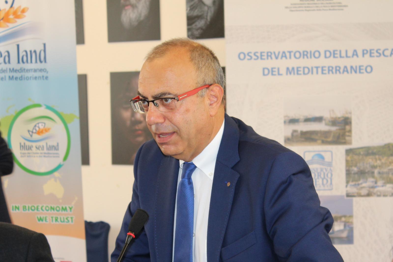 Appello ai pescatori siciliani: evitare l'attività di pesca all'interno della ZEE della Libia