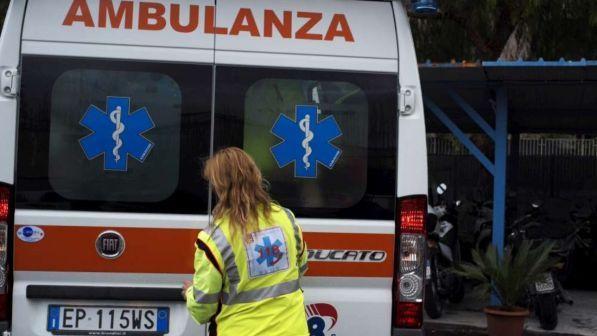 Treviso, papà cade dalle scale con il figlio in braccio: bimbo muore a 2 mesi