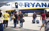 Bagaglio a mano a pagamento, Antitrust sospende le nuove regole di Ryanair e Wizz Air