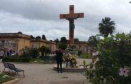 Mazara. Al cimitero comunale ricollocato il Cristo sulla nuova croce in legno