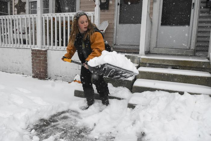 Otto morti per tempesta di neve, New York paralizzata