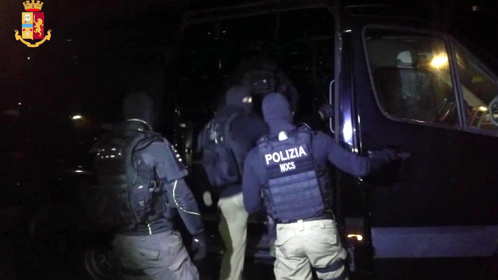 Preparava un attacco chimico, arrestato in Sardegna presunto terrorista islamico