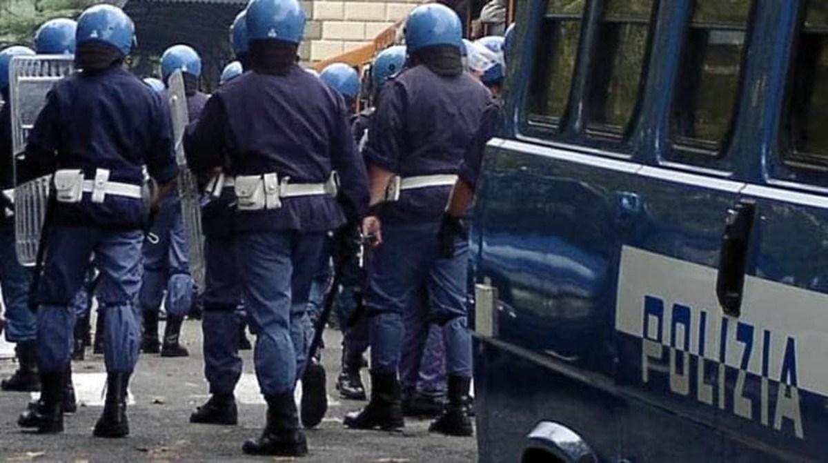 Polizia di Stato: cinque provvedimenti di divieto di accesso alle manifestazioni sportive (DASPO sportivo) emessi dal Questore di Trapani