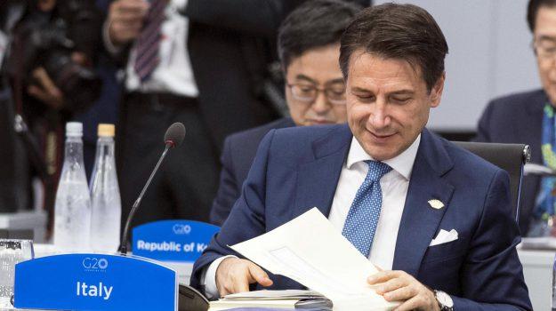 Manovra, accordo Italia-Ue: Conte premier più forte. Ipotesi rimpasto, Tria osservato speciale