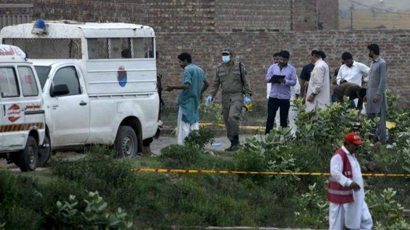 Pakistan, bimba di 3 anni stuprata e uccisa: arrestati 30 sospetti
