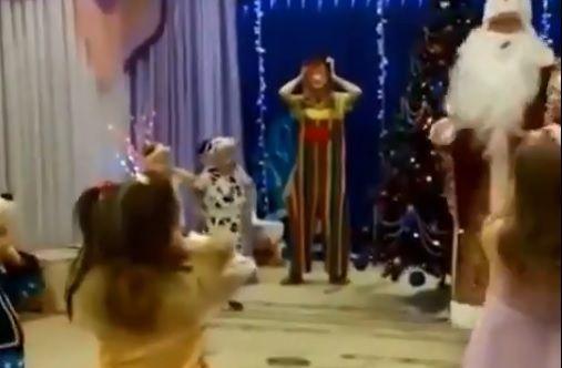 Russia, tragedia alla festa di Natale dell'asilo: Santa Claus muore d'infarto