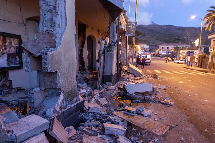 Etna: terremoto di magnitudo 4.8. Oggi arrivano Salvini e Di Maio
