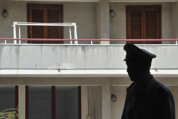 Cade dal balcone, 12enne muore a Voghera